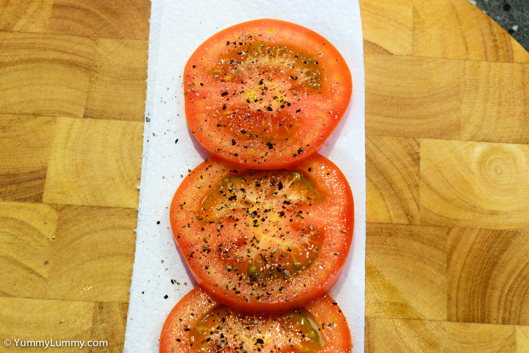 Tomato and pepper. NIKON D5300 with 40.0 mm f/2.8 at 40mm and f/8, 1/4sec, ISO 140
