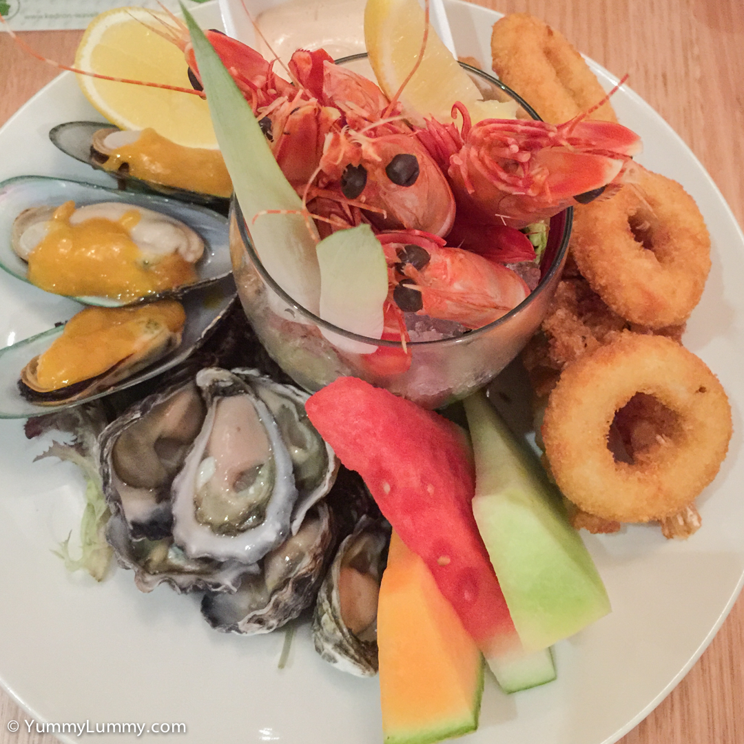 Seafood platter Apple iPhone 6 Plus with iPhone 6 Plus back camera 4.15mm f/2.2 at 4mm and f/2.2, 1/8sec, ISO 200