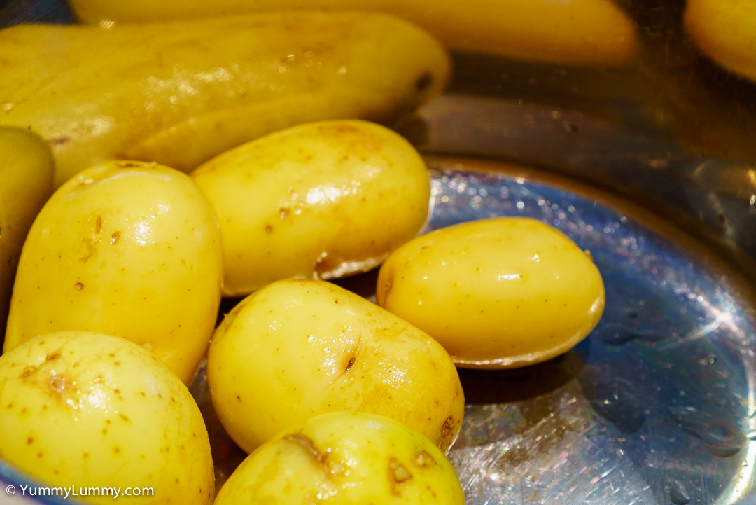 Spuds ready to boil in the saucepan. SONY ILCE-7S with E 35mm F1.8 OSS at 35mm and f/5.6, 1/10sec, ISO 320