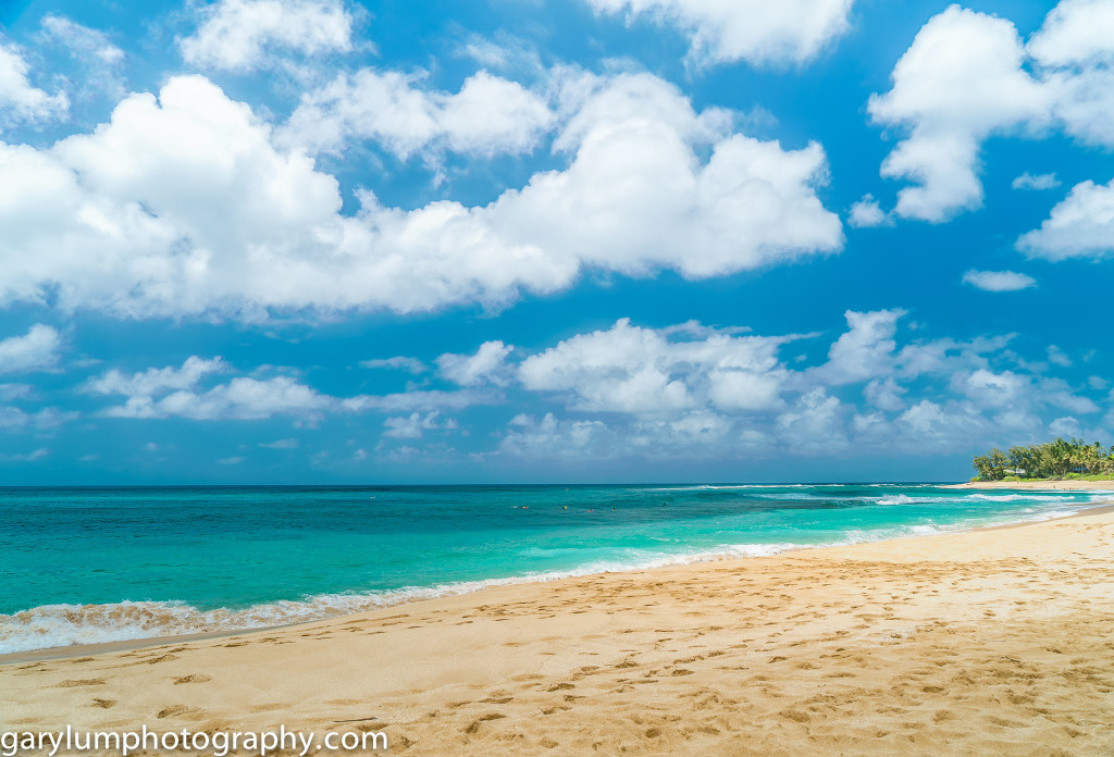 The east side of Sunset Beach, North Shore Oahu Hawaii. Dare I say, this is a lovely beach but no better than any of those on the Sunshine Coast north of Brisbane and the Queensland sand is orders of magnitude finer and whiter than the sand on Oahu's North Shore.