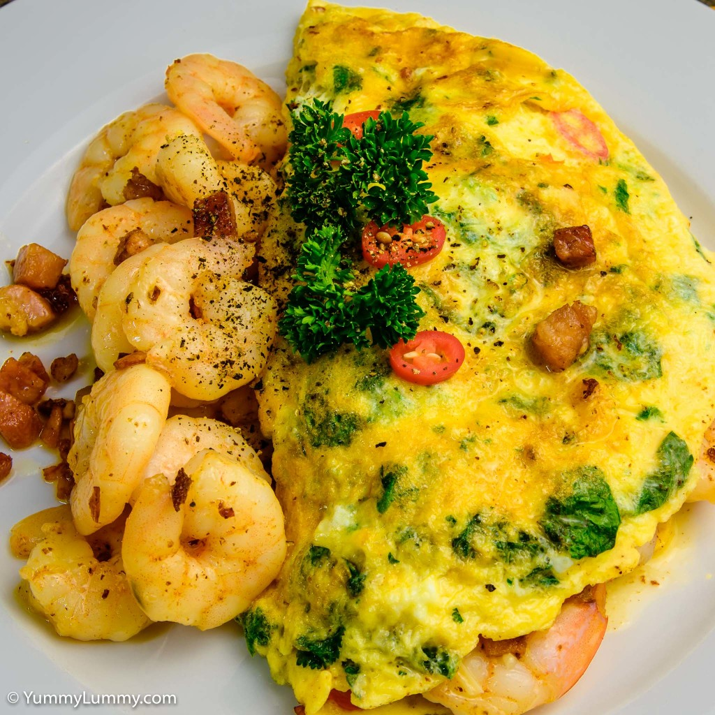 Prawn and bacon omelet