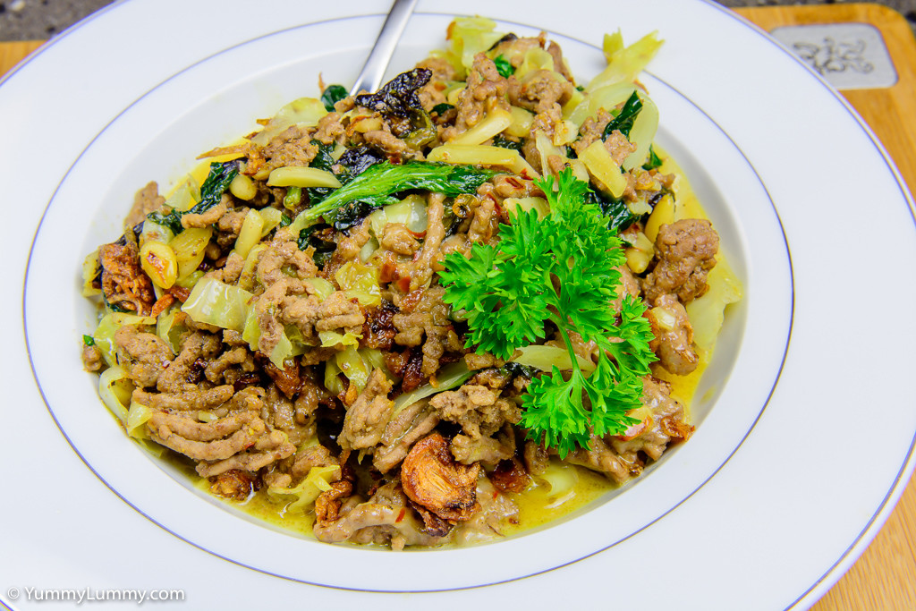 Chili beef with creamy cabbage