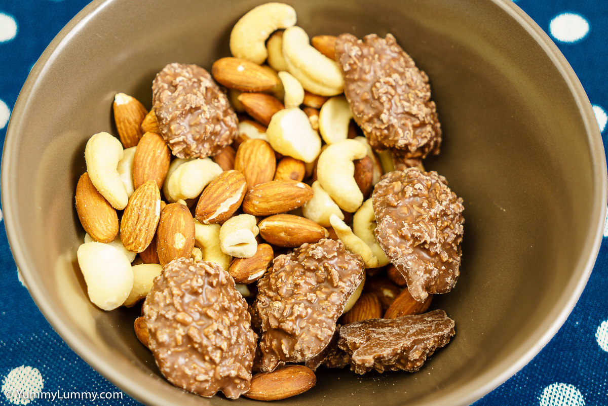 Almonds, cashews and Queensland nuts with golden roughs
