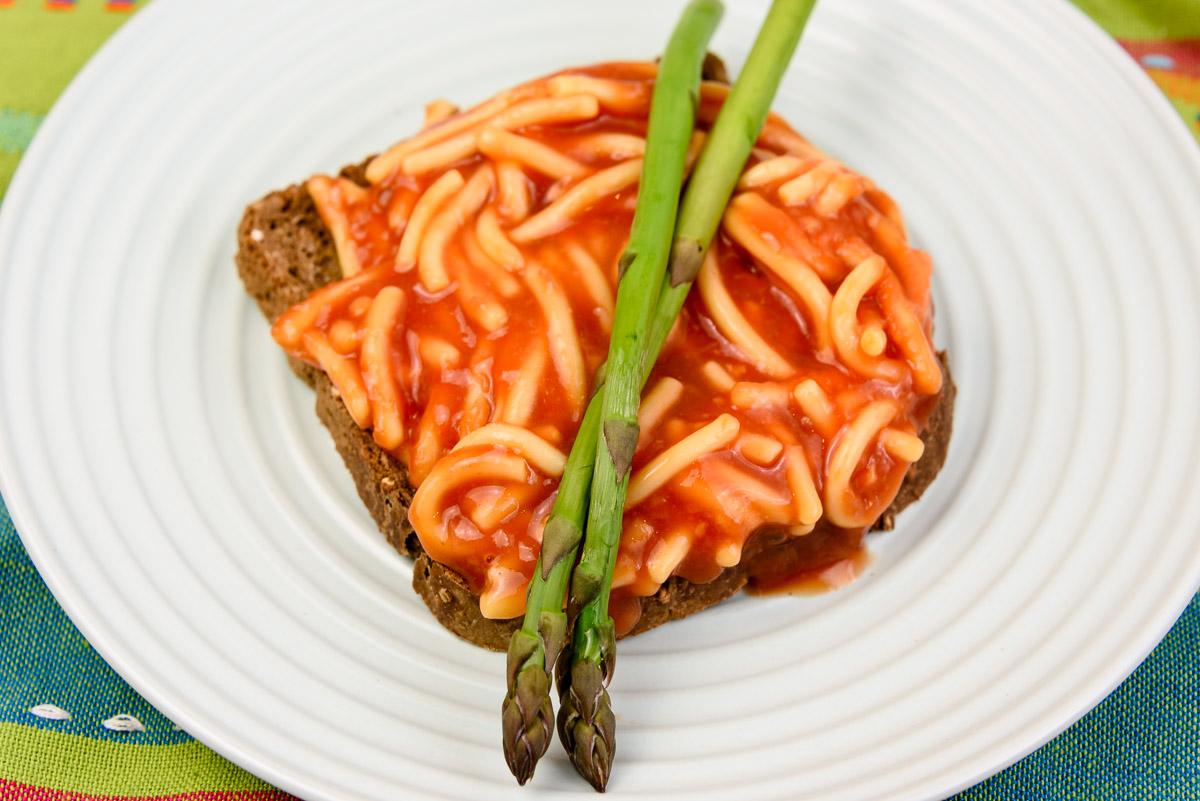 Nonpayday Thursday breakfast. Spaghetti on toast with asparagus.