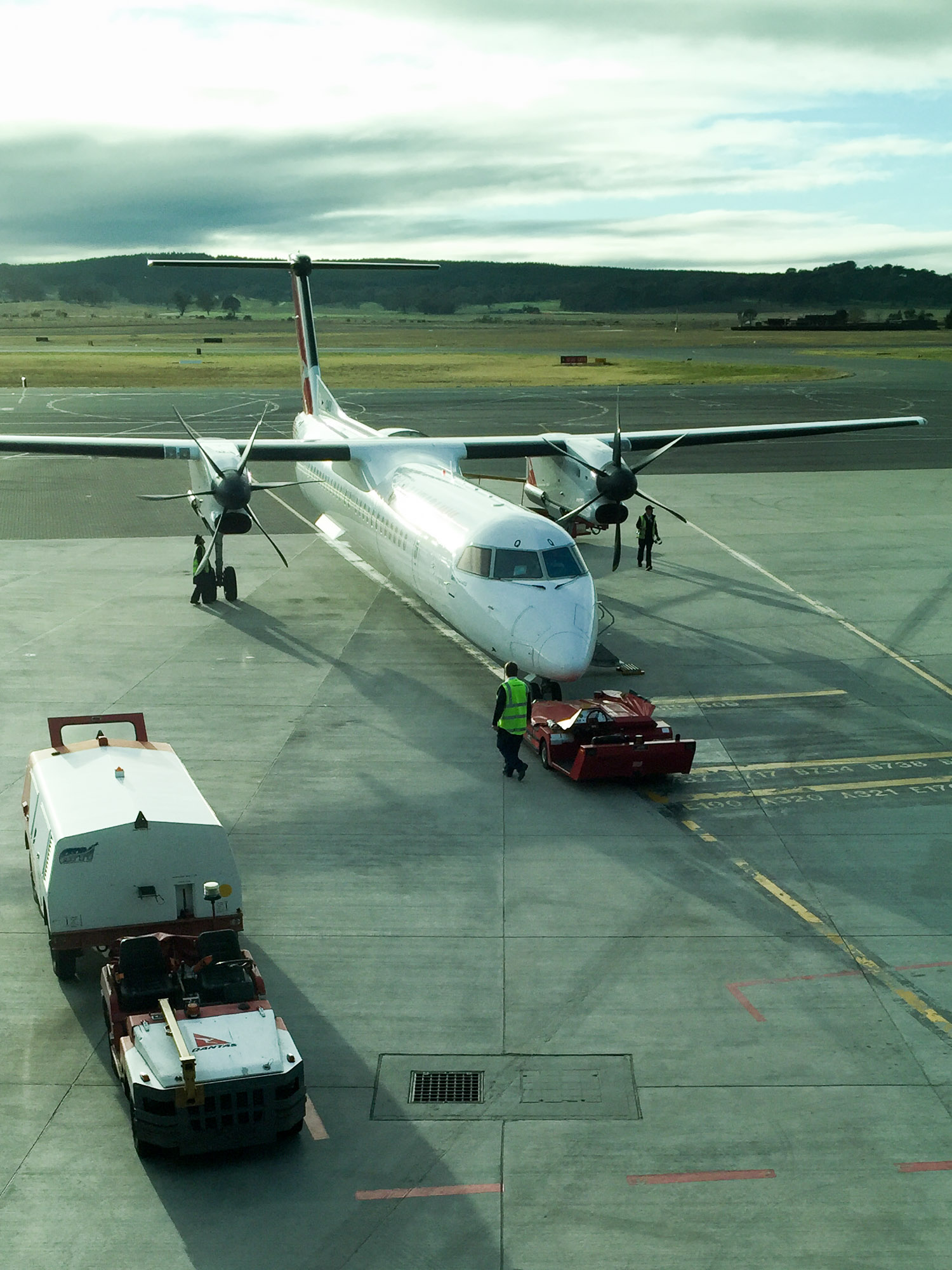 QF1464 on tarmac Canberra Airport