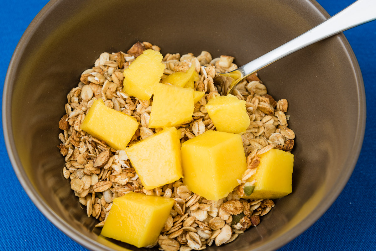 Breakfast cereal with mango