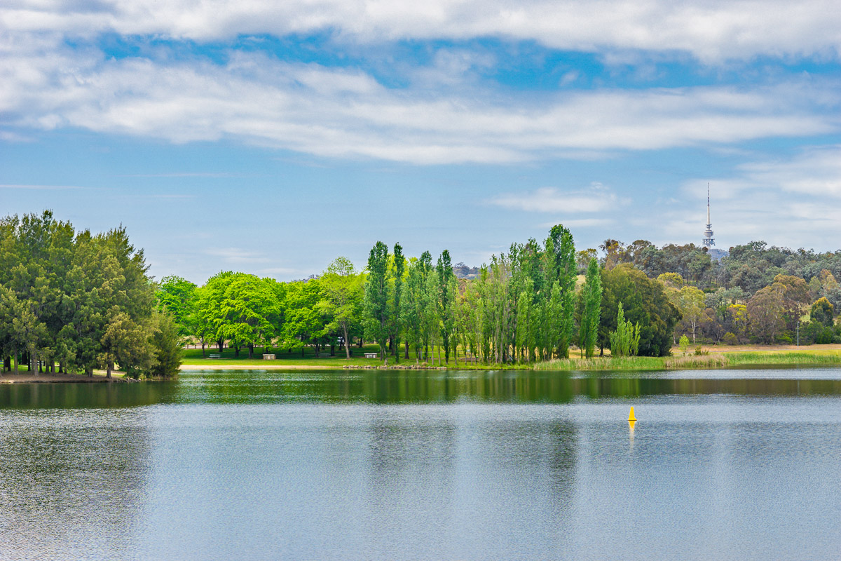 This is a photograph of Lake Ginninderra