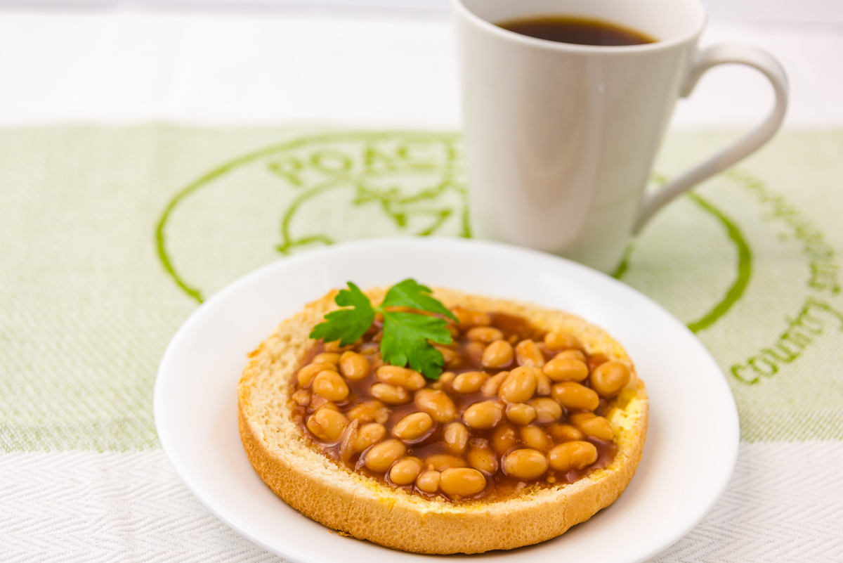 Baked beans with Worcestershire sauce and coffee