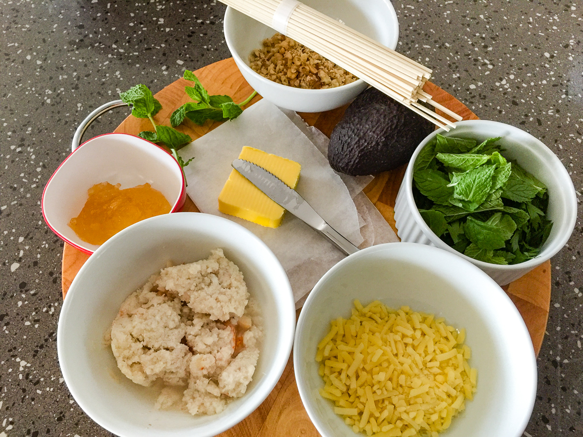 Photograph of Ingredients for crab with udon noodles