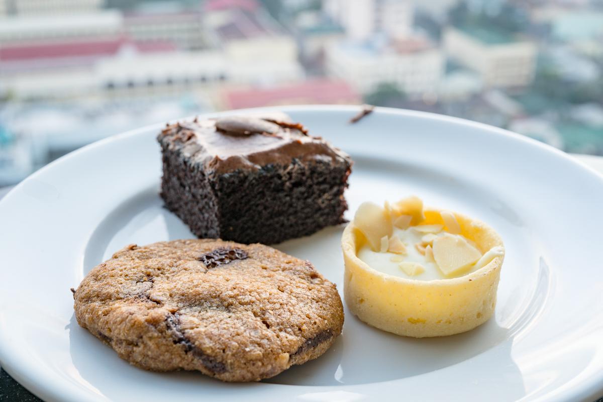 Gary Lum Cake for breakfast at Pan Pacific Manila