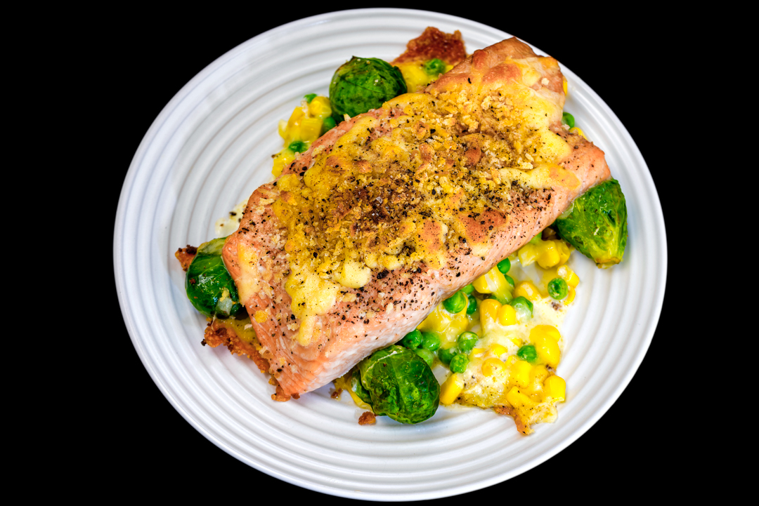 Baked salmon and cheesy vegetables with panko