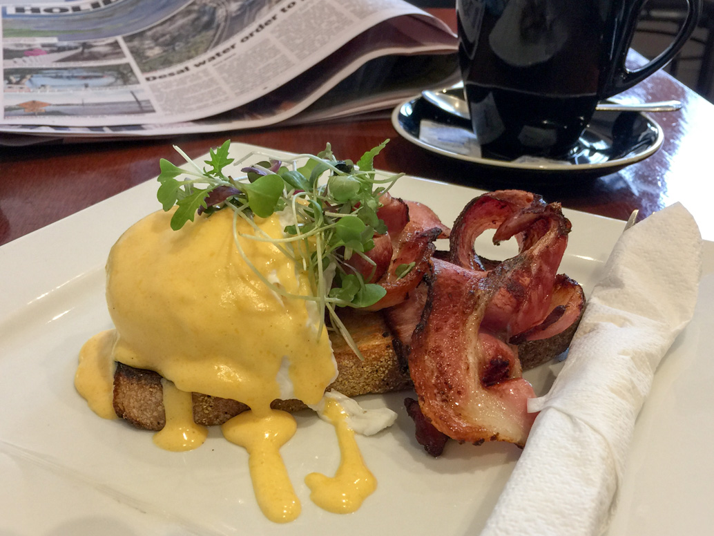 Eggs Benedict Pall Mall Café road trip to Bendigo