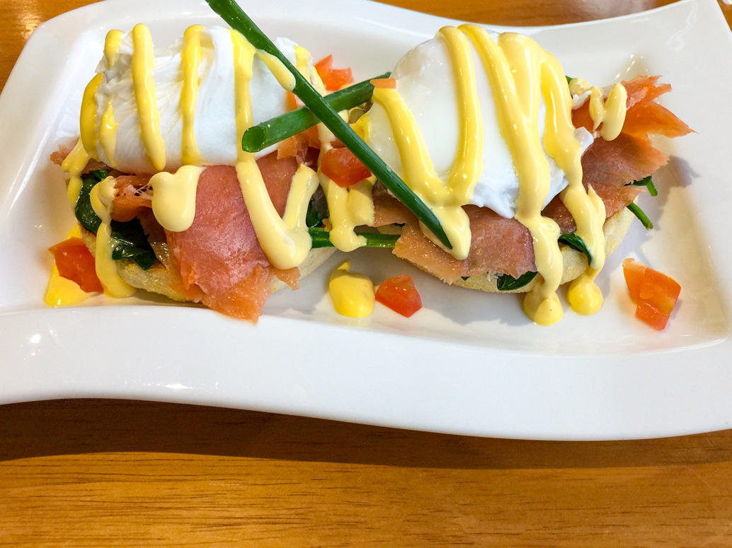 Poached eggs with Hollandaise, spinach and smoked salmon from Comfort Inn Julie-Anna road trip to Bendigo