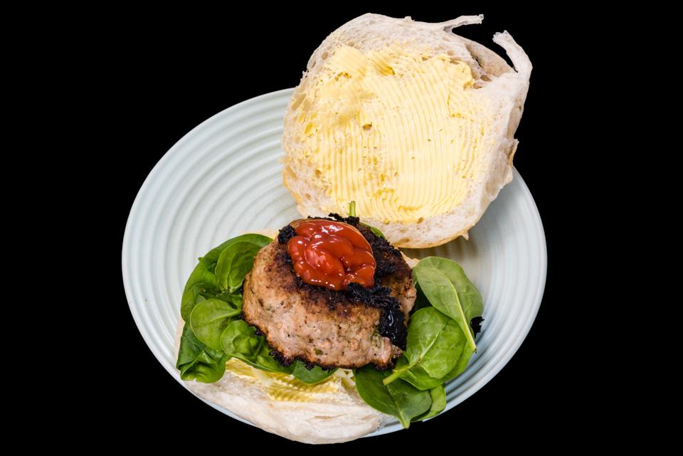 Yummy Lummy cheeseburger #dinner #yummylummy #foodporn #yummy #delicious #instafood #nikon Gary Lum
