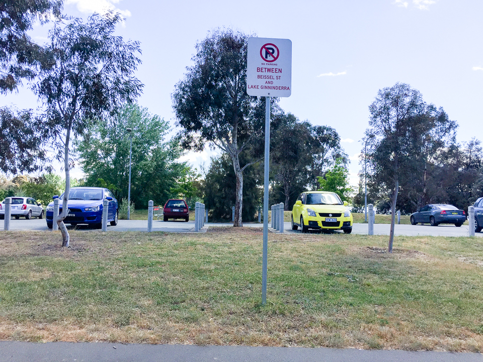 I'm standing on Beissel Street looking towards Lake Ginninderra and there is a car park in between despite the sign. Gary Lum